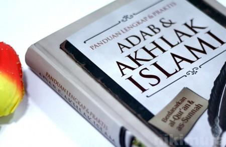 Buku Adab & Akhlak Islami