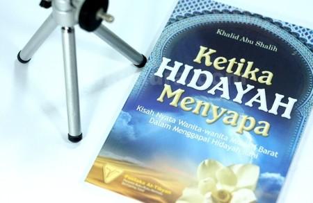 Buku Ketika Hidayah Menyapa